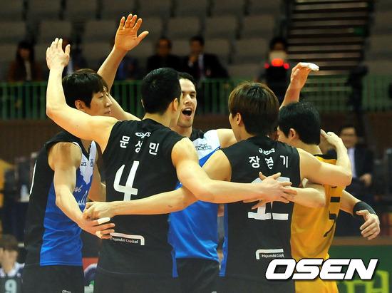 [사진]우승한듯 기뻐하는 선수들