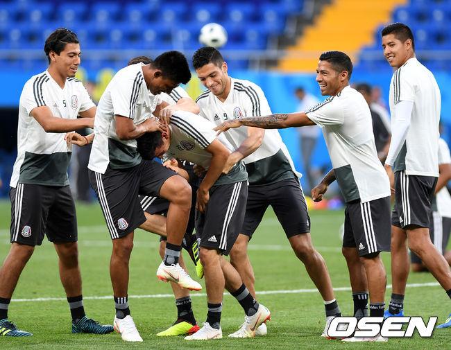 [사진]멕시코, 훈련은 즐겁게