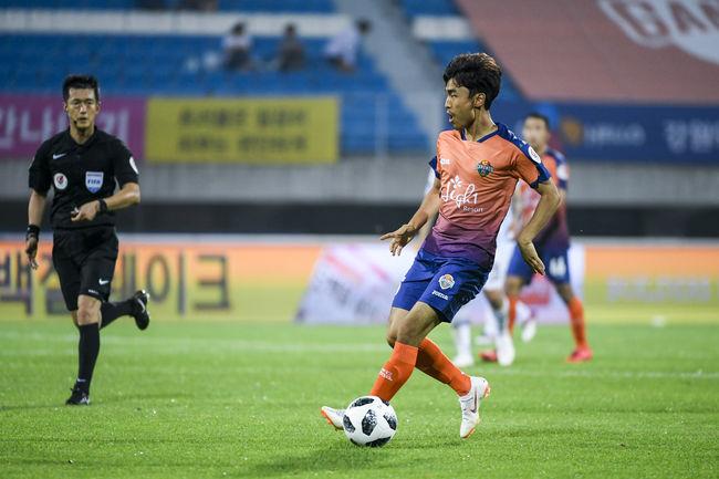 강원 문창진...'K리그 복귀 골+100경기 출장'