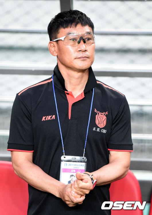 [사진]제주 조성환 감독, 두 손 모아 바라는 승리