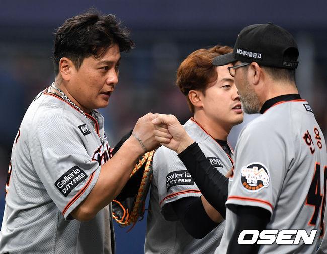 """[현장 톡톡] 한용덕 감독, """"김태균 복귀, 다음주 보고 결정"""""""