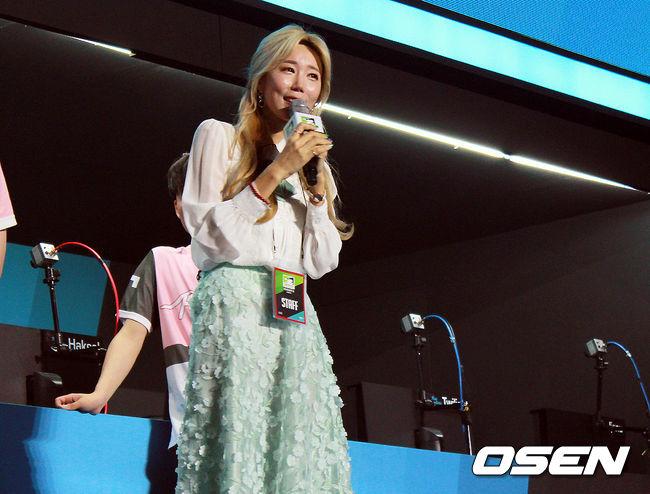 """[오버워치] 러너웨이 게임단주 꽃빈 이현아, """"팬 분들 덕분에 우승"""""""