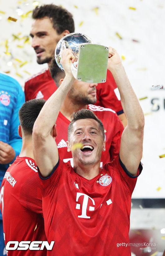 레반도프스키 해트트릭 뮌헨, 독일 슈퍼컵 3연패