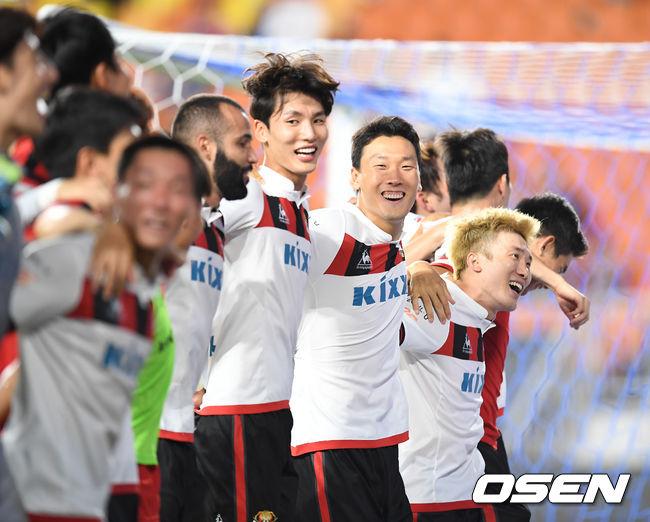 [사진]FC서울,수원 상대로 2-1 역전승