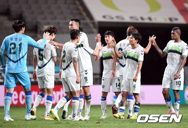 [사진]전북,서울에 2-0 완승, 1위 증명