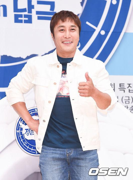 [OSEN=박준형 기자]12일 오후 서울 목동 SBS 사옥에서 진행된  SBS '정글의법칙' 안티카카 기자간담회에서 김병만이 포즈를 취하고 있다.  /  soul1014@osen.co.kr
