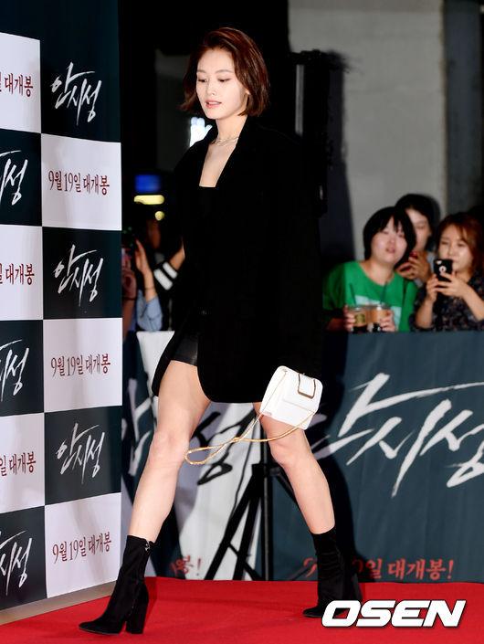 [사진]김재경, 시크한 올블랙 패션