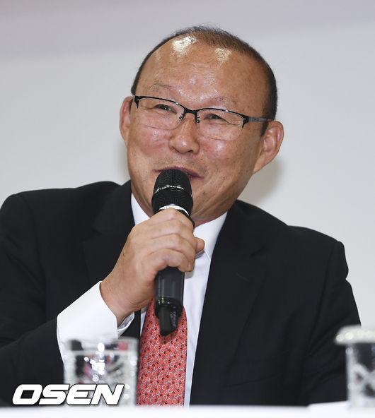 [사진]박항서 감독,친근한 미소로 국회 강의