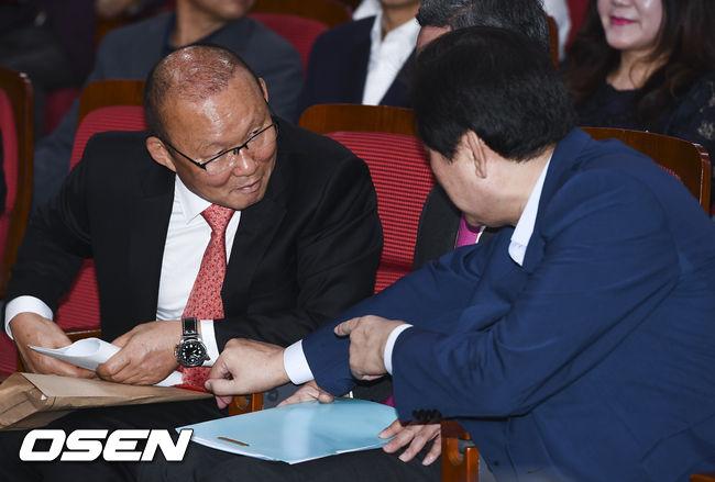 [사진]박항서 감독.김무성 의원과 다정한 대화