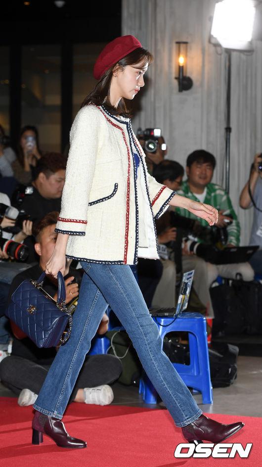 [사진]윤아,모델 뺨치는 워킹
