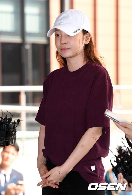 [사진]구하라,얼굴과 팔에 상처 안은채 경찰서 출두
