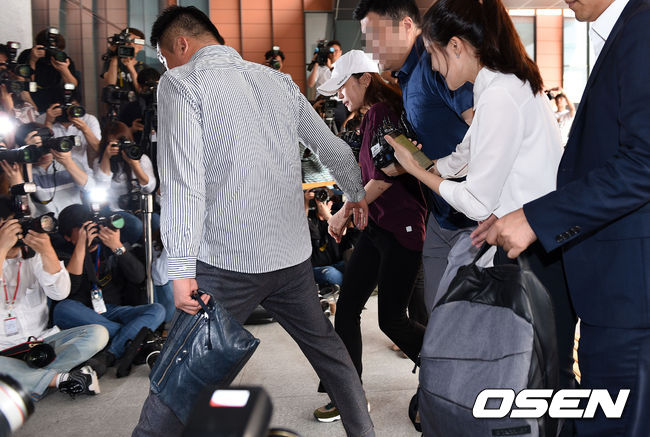 [사진]취재진 뚫고 경찰서 향하는 구하라