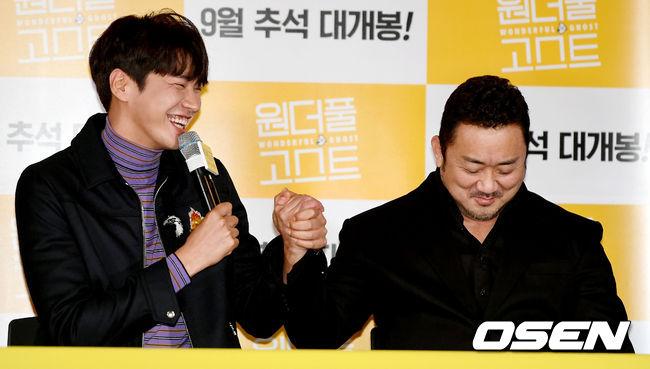 [사진]김영광-마동석, 동생의 적극적인 스킨십이 부끄러운 형