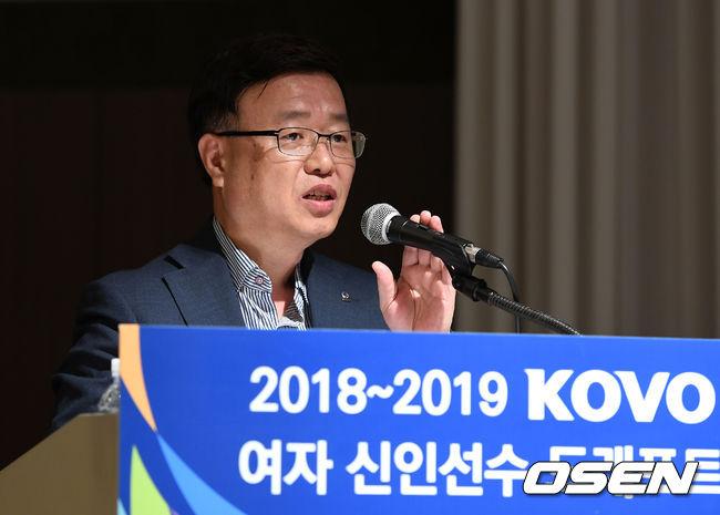 [사진]인사말 하는 김윤휘 사무총장