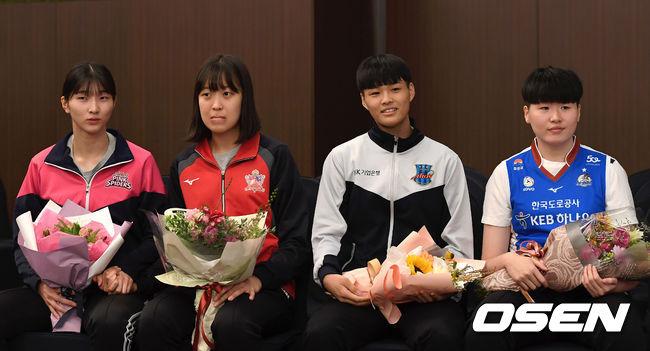 [사진]이주아-박은진-문지윤-최민지,1R 지명 선수들의 미소