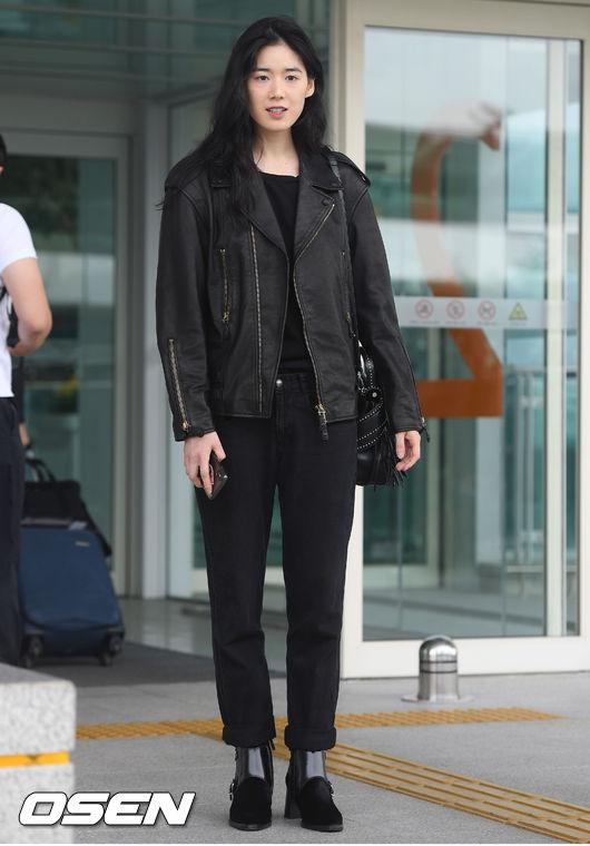 [사진]정은채,시크한 올블랙 공항패션