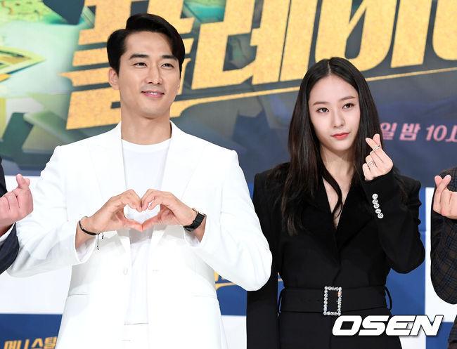 [사진]송승헌-정수정,개성 넘치는 하트