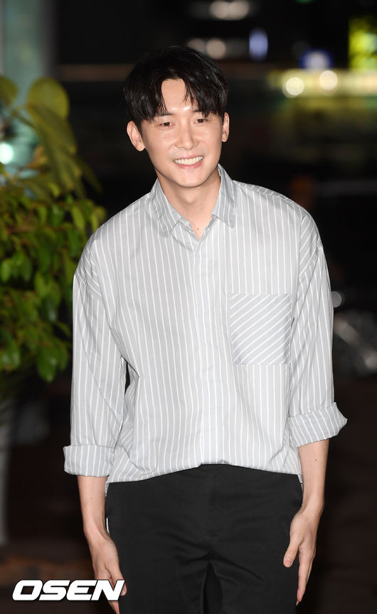 [사진]김준한,미소지으며 시간 종방연 참석