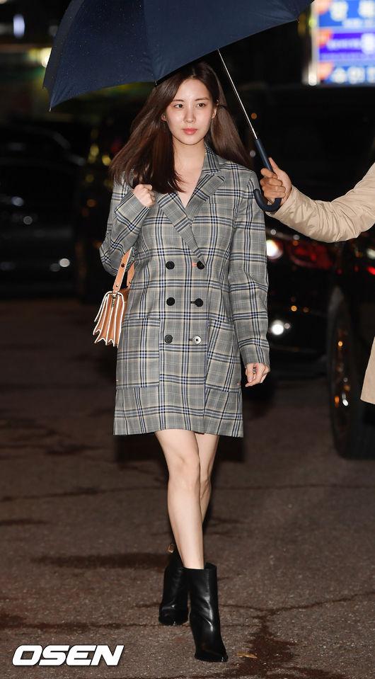 [사진]서현,우산 쓰고 아름다운 워킹