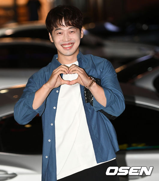 [사진]김재원, 해맑은 미소와 하트