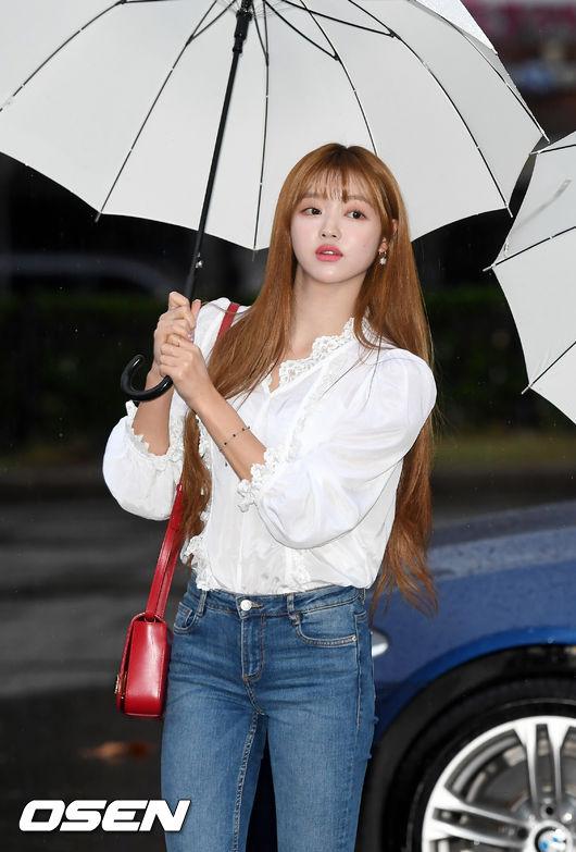 [사진]오마이걸 유아,우산을 쓴 요정