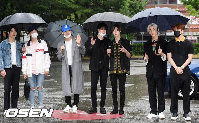 [사진]갓세븐,빗 속에서도 우월한 자태