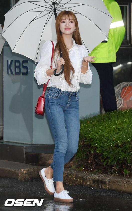 [사진]오마이걸 유아,촉촉한 빗방울, 기분 좋아