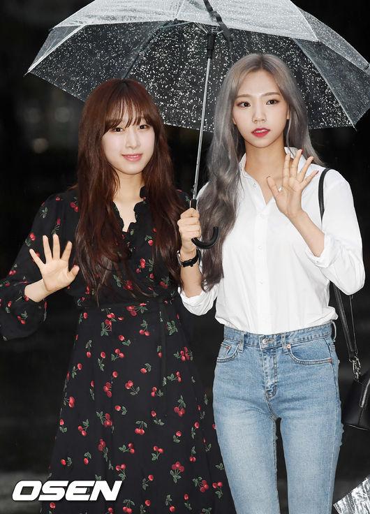 [사진]우주소녀 수빈-여름,다정하게 우산쓰고