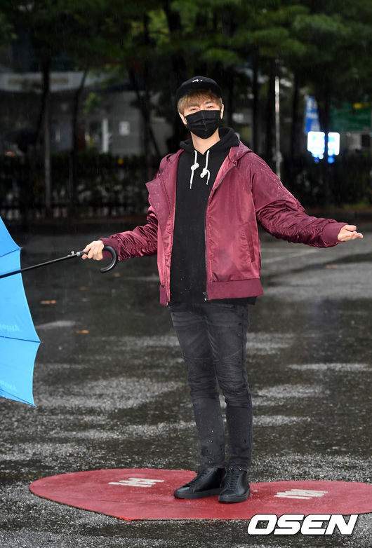 [사진]정동하,비가 촉촉하네요
