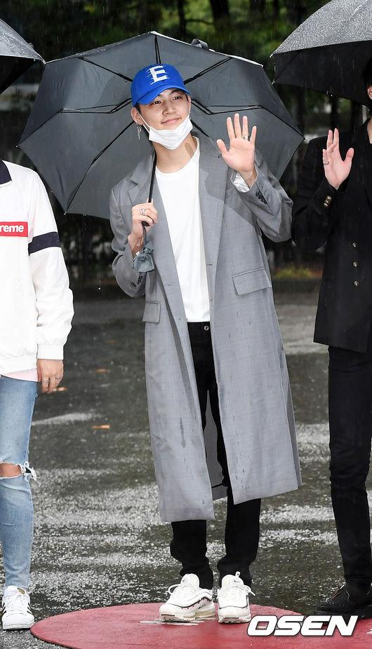 [사진]갓세븐 JB,마스크 내리고 잘생김 뽐내