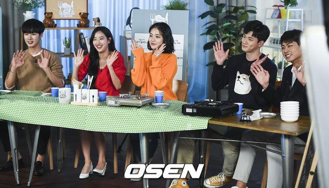 시즌2로 만나요..에이틴 6人, 종영기념 먹방 라이브 현장 독점공개[Oh! S토리]