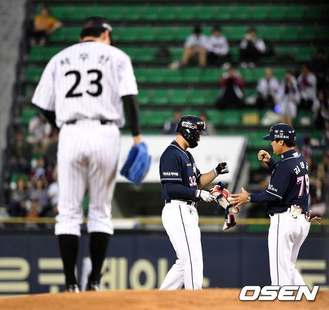 [사진]김재환,기선제압 2타점 적시타