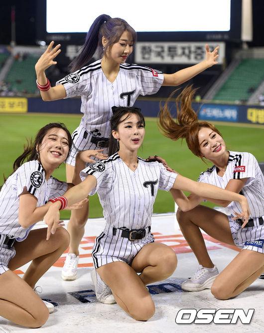 [사진]야구팬들 마음 훔치는 LG 치어리더