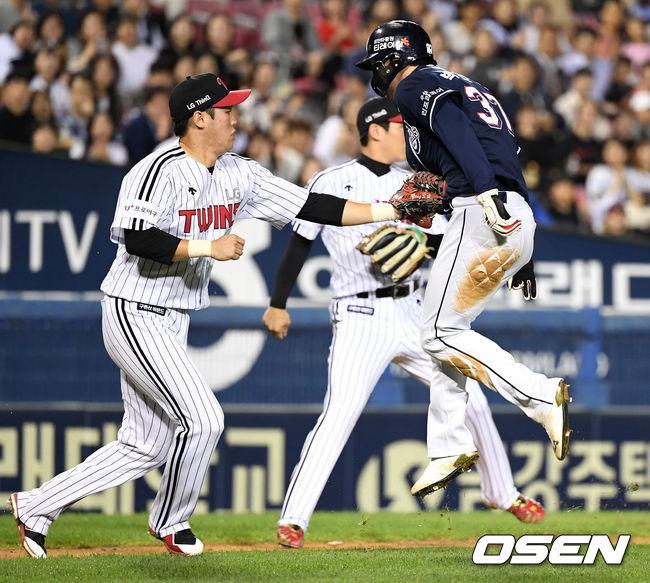 [사진]박건우,태그를 피해봤지만