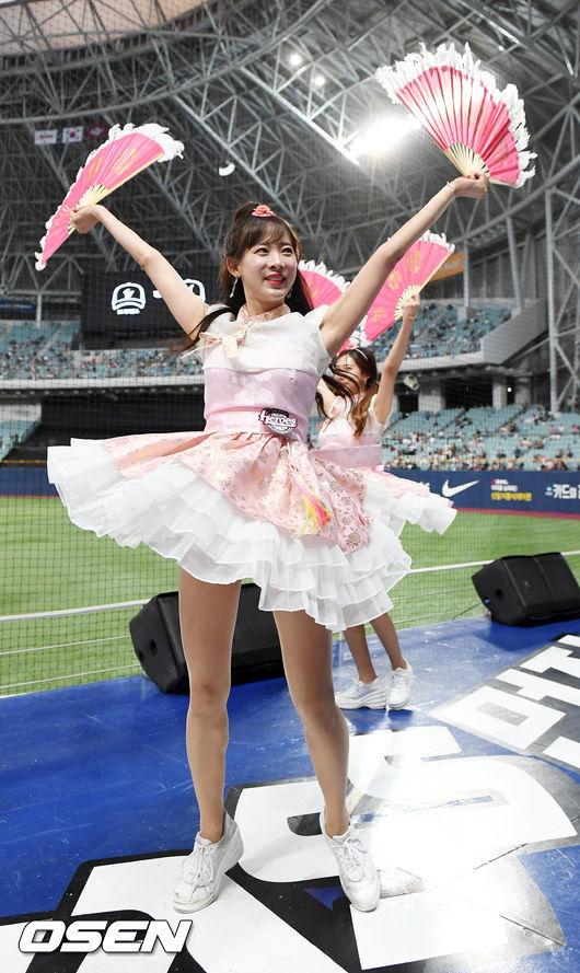 [사진]넥센 김한나 치어리더,한복차림으로 부채춤