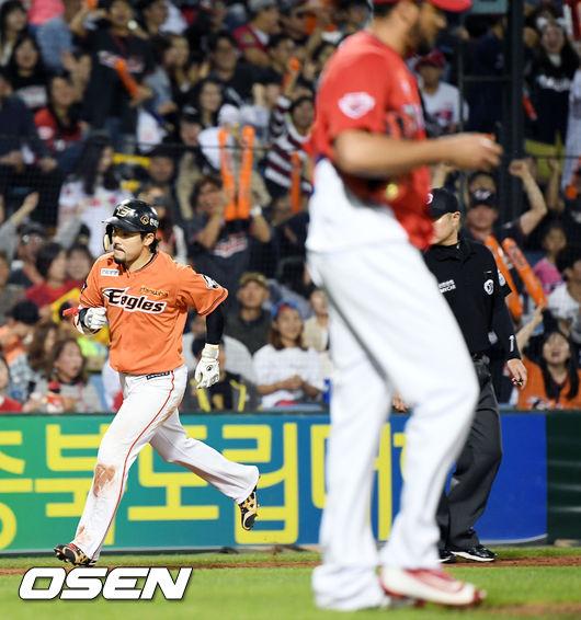 [사진]헥터 상대 스리런홈런 쏘아올린 이용규