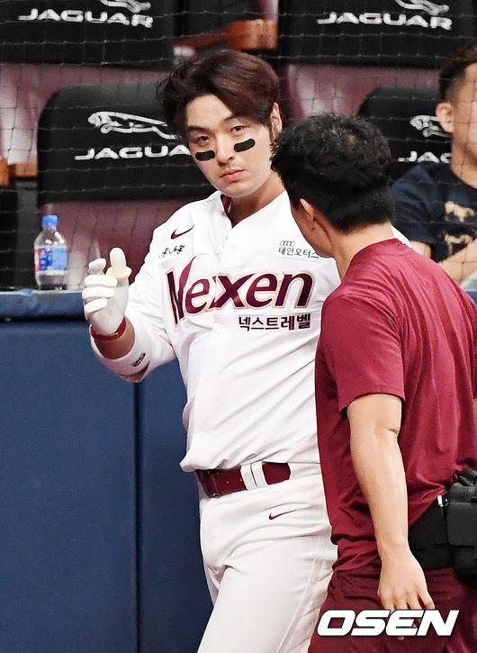 [사진]박병호,헤드샷 볼, 손으로 막았지만 얼굴 부어