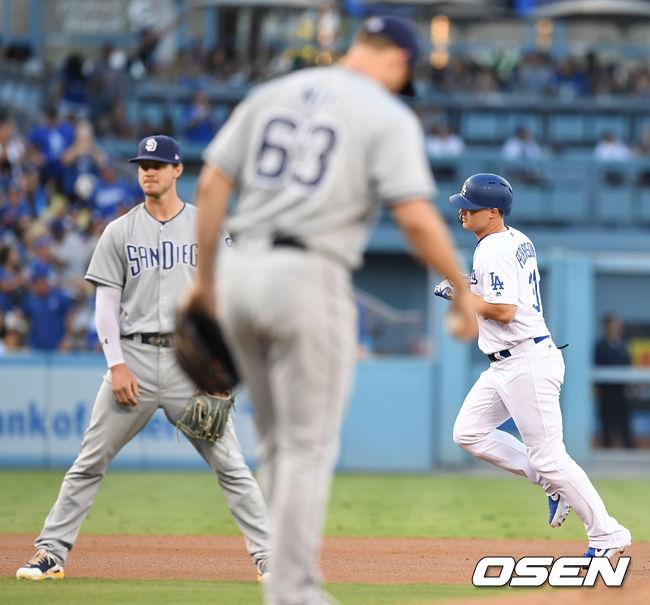 [사진]SD 상대로 1회 선두타자 홈런 날린 작 피더슨