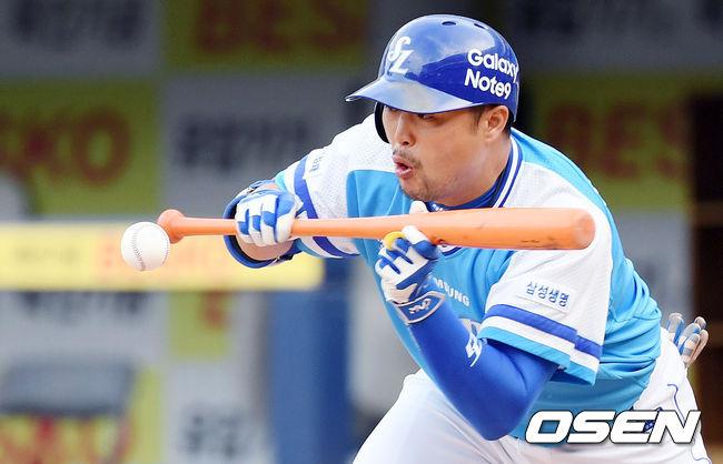 [사진]박한이,희생번트 성공