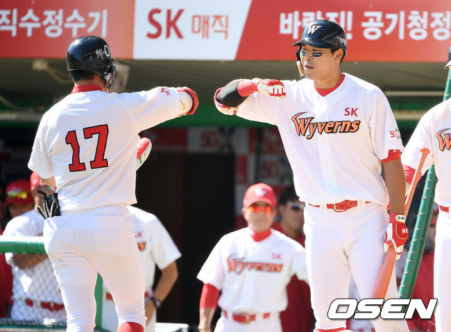 [사진]노수광의 선두 타자 홈런으로 앞서가는 SK
