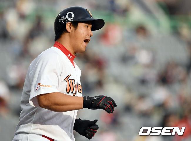 [사진]솔로포 최정,짜릿한 홈런