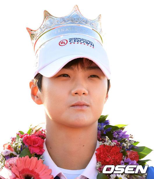 [사진]박성현,자랑스런 왕관 쓰고