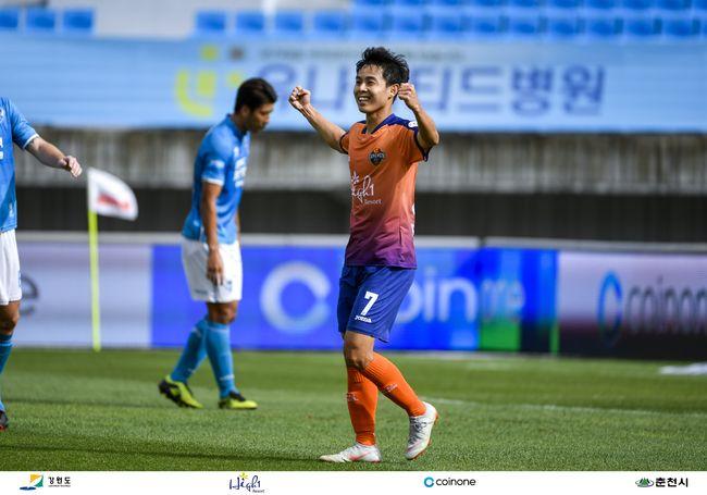 """돌격대장정석화,""""강원, 상위스플릿 위해 최선 다할 것"""""""
