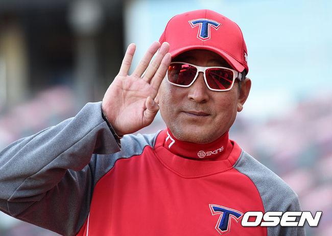 [사진]김기태 감독,야구하기 좋은 날씨야