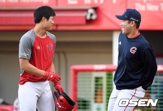 [사진]전준우,어제 내 홈런 봤지?
