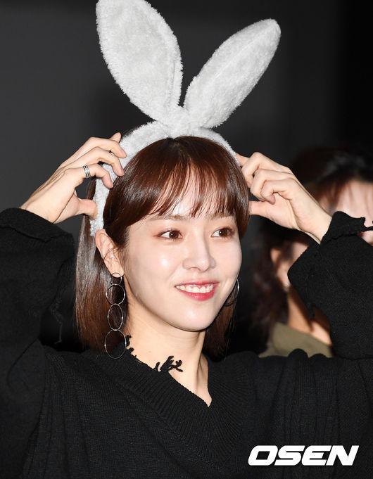 [사진]한지민, 미쓰백 무대인사 도중 토끼 변신