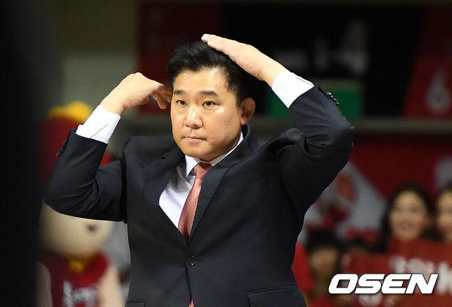 [사진]김승기 감독,4쿼터 위기다