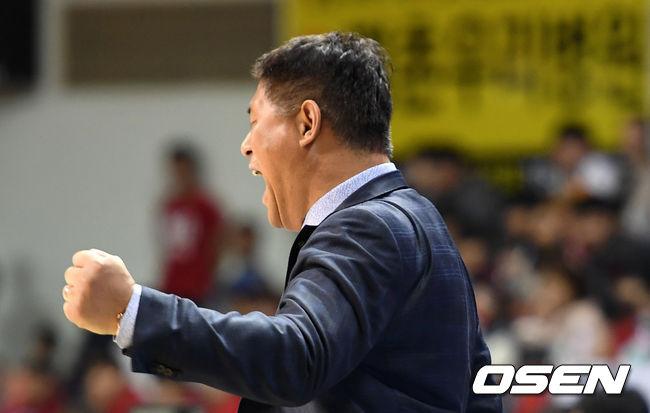 [사진]추일승 감독, 주먹 불끈
