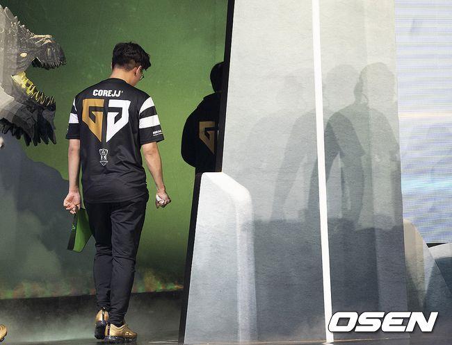 [오!쎈 롤드컵] 챔피언 젠지의 씁쓸한 퇴장...LCK, 5년만의 16강 탈락 수모