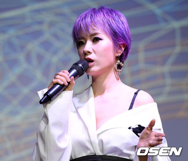 [사진]앨범 설명하는 박기영